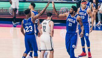 Jugadores de Philadelphia celebran el pase a la siguiente ronda