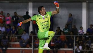 Sebastián Fassi celebra una victoria de Mineros
