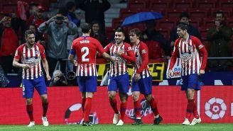 Jugadores del Atlético de Madrid celebran triunfo contra Valencia