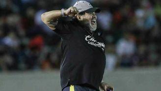 Maradona dirigiendo a Dorados en el partido vs Cimarrones