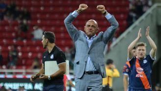 Chelís festeja el triunfo sobre Chivas en la Liga MX