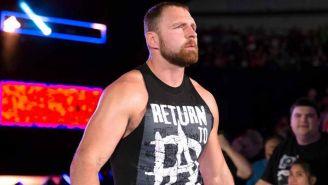 Dean Ambrose hace su entrada al ring