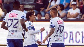 Los jugadores de Pachuca festejan su gol