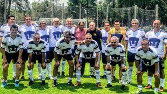 Exjugadores de Pumas durante el homenaje a Héctor Sanabria