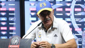 Tuca Ferretti durante una conferencia de prensa