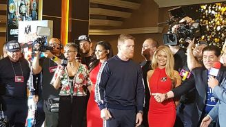 Canelo, durante conferencia de prensa previa a su pelea contra Jacobs