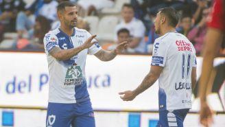 Edwin Cardona y Leonardo Ulloa festejan un gol