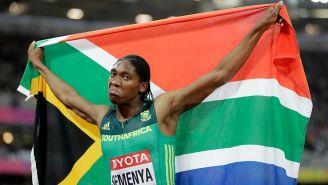 Caster Semenya alza la bandera de Sudáfrica