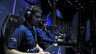 Los jugadores de Isurus Gaming, previo a una partida en el MSI