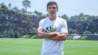 Bryan Lozano posa en la Cantera de Pumas