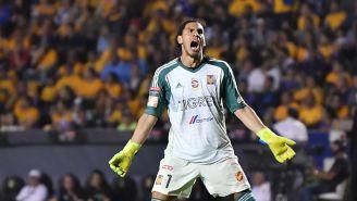 Nahuel Guzmán durante el partido contra Rayados