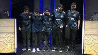 Los jugadores de Isurus agradecen al público tras vencer a Bombers