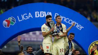 Oribe Peralta y Paul Aguilar tras el título de América del torneo pasado