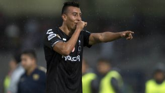 Daniel Álvarez festeja un gol con el Necaxa