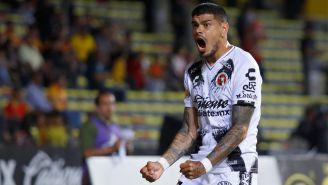 Gustavo Bou festeja gol contra Monarcas en la J16