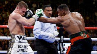 Álvarez y Jacob intercambian golpes arriba del ring