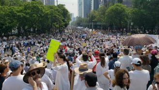 Personas se manifiestan contra el gobierno de López Obrador