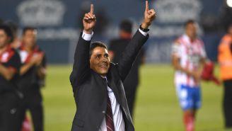 Alfonso Sosa celebra tras conquistar el título de Ascenso