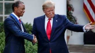 Trum y Tiger en la entrega de la Medalla Presidencial de Libertad