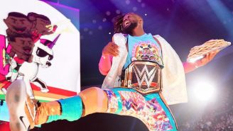 Kofi Kingston hace su entrada al ring