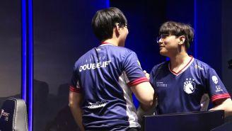 Los jugadores de Team Liquid celebran tras ganar contra Phong Vu Buffalo