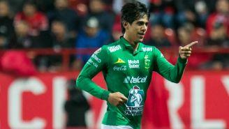 José Juan Macías festeja un gol con el León