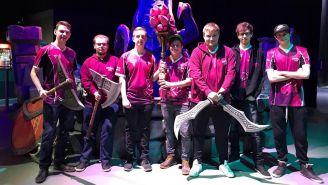Vamir (primero de la derecha), junto a los jugadores de Unicorns of Love