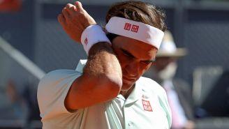 Roger Federer se lamenta durante el partido