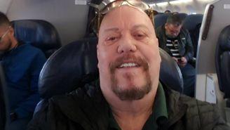 Enrique Bermúdez se toma una selfie en un avión