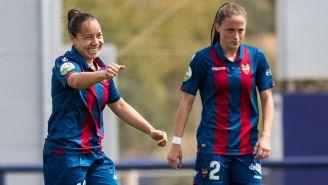 Charlyn Corral festeja gol con el Levante Femenil