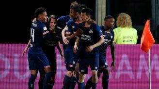 Jugadores del PSV festejan un gol