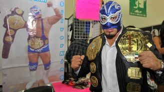 Silver King posa con dos campeonatos