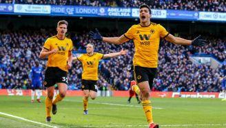 Raúl Jiménez festeja un gol con Wolverhampton