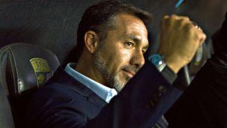 Gustavo Matosas, durante un partido de León