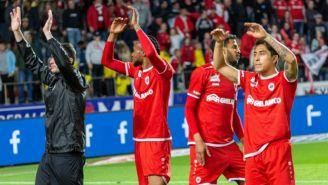 Omar Govea y sus compañeros celebran tras un partido
