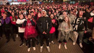 Aficionados de los Raptors viendo el juego ante Filadelfia