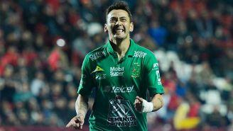 Rubens Sambueza en partido con el León