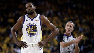 Kevin Durant durante un partido con los Warriors