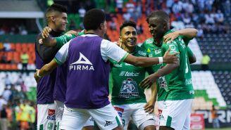 Jugadores del León festejan triunfo ante Pachuca