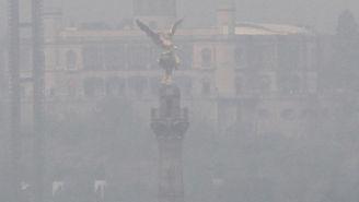 El Ángel de la Independencia en plena contaminación