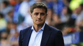 Míchel González, dirigiendo un partido en España