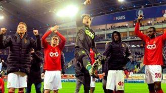 Ochoa celebra una victoria con sus compañeros del Standard