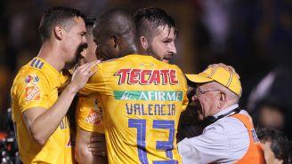 Jugadores de Tigres festejan un gol