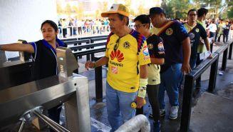 Aficionados del América ingresar a La Corregidora