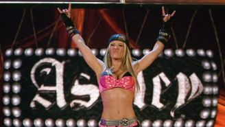 Ashley Massaro hace su entrada al ring