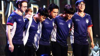 Los jugadores de Team Liquid, posando tras ganar una partida
