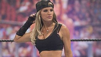 Ashley Massaro antes de una lucha en la WWE