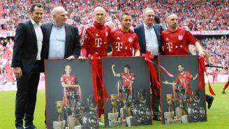 Ribéry, Robben y Rafinha con sus reconocimientos en la Allianz Aren