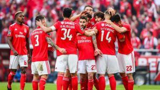Jugadores del Benfica festejan gol de Silva