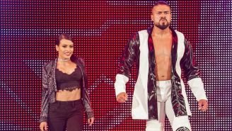 Andrade y Zelina Vega entran al ring